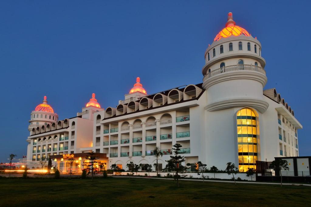 Side Crown Serenity Hotel,